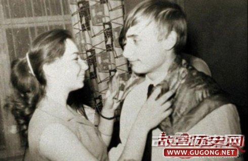普京和某个未知名女孩,可能是他的初恋情人