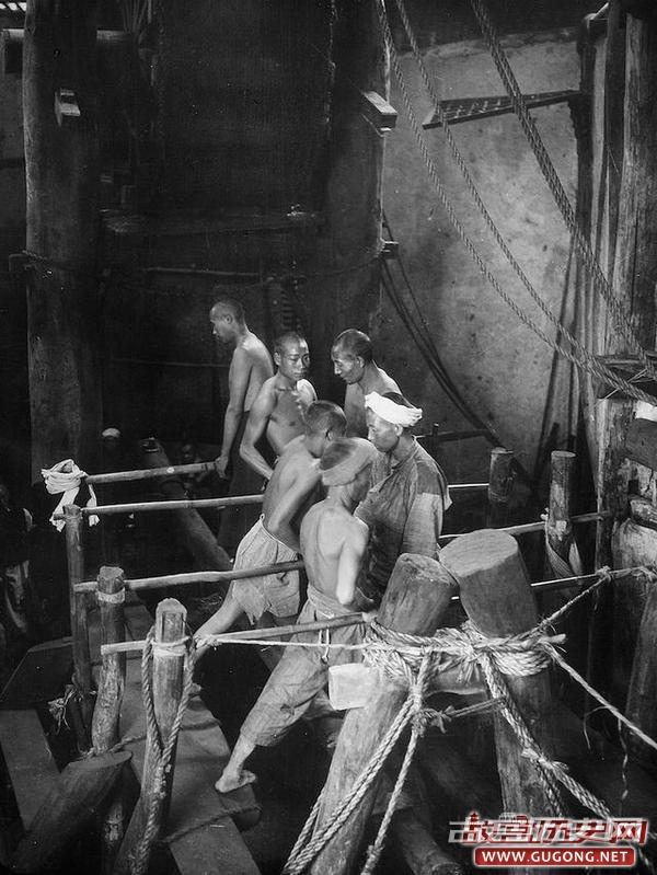 四川老照片:二十年代末四川盆地 古老的天然气煮盐