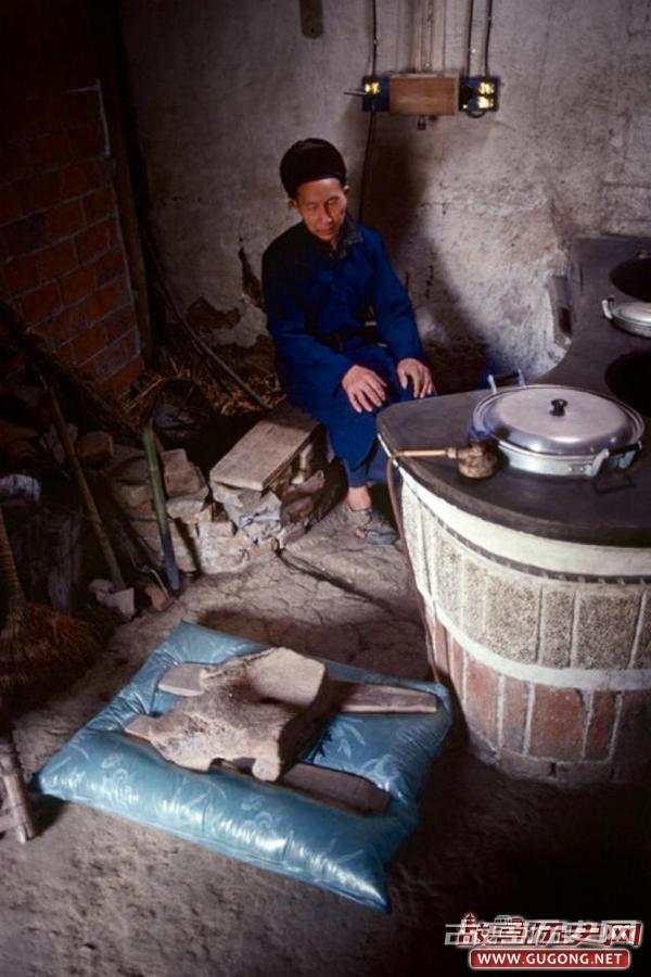 80年代老照片:1980年的阳朔县 漓江渔翁打夜火