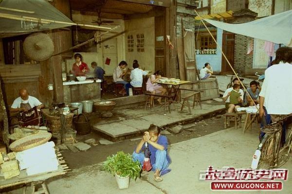 80年代老照片:东西城区时代的成都