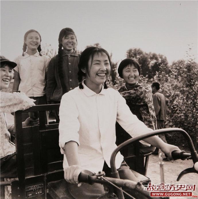 """历史记忆:老照片中的""""芳华"""""""