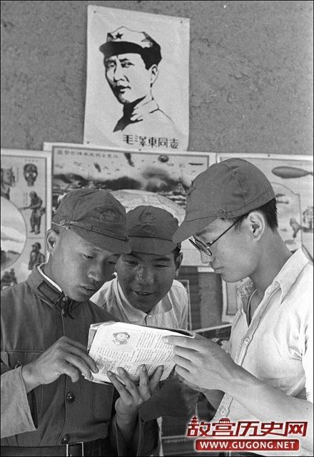 老照片:1940年投奔延安的男女大学生们