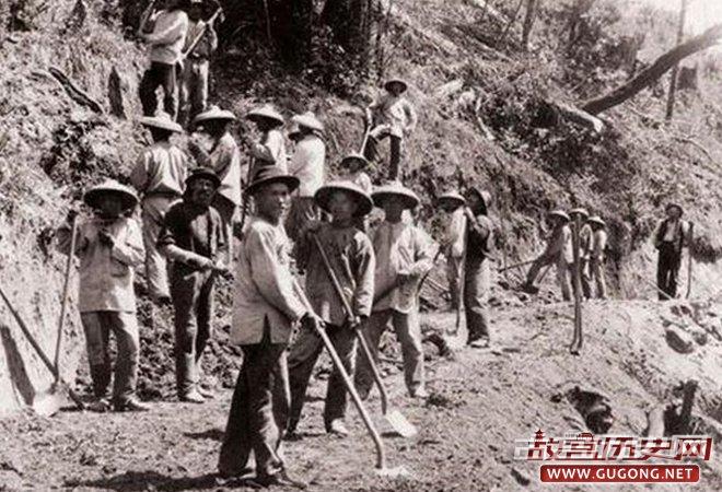 在美国修铁路的华工