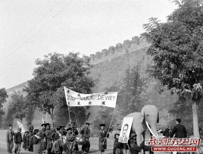 1948年,北平城中支持杜威的游行
