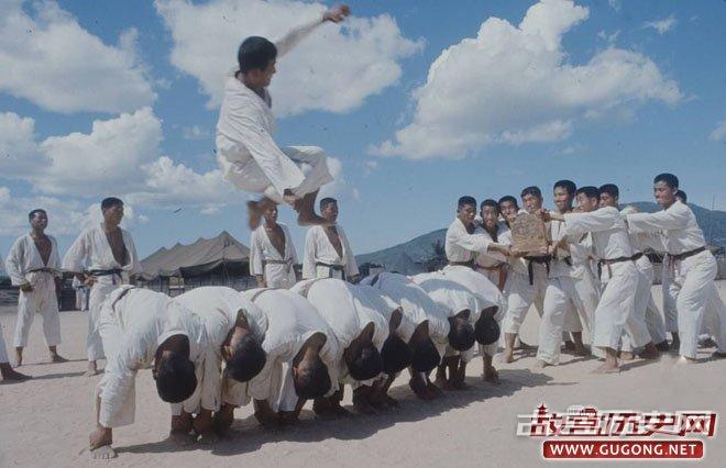 """韩国""""猛虎部队""""在越南的跆拳道训练"""