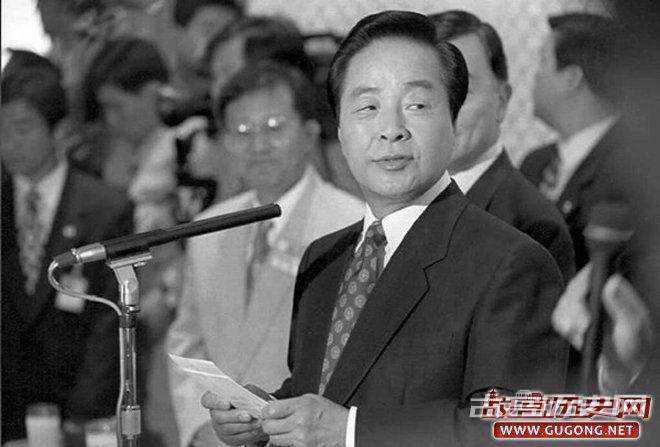 韩国前总统金泳三。其最广为人知的名言是:黎明总会到来——即使你拧断了公鸡的脖子。