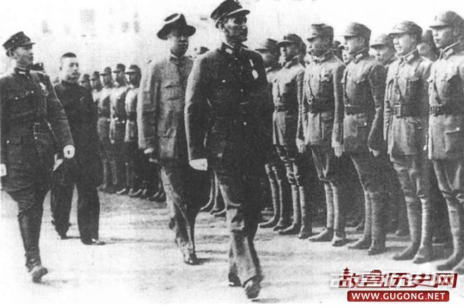 蒋介石在重庆检阅整训完毕即将开赴前线的部队