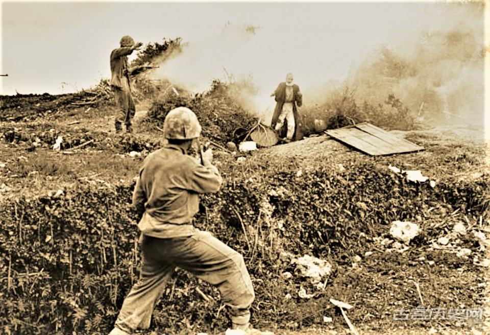冲绳岛战役老照片:12万日军存活7千人战场到处是鲜血