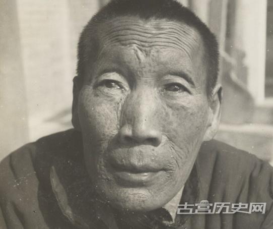 """老照片:罕见的""""退休""""老太监,图7净身不干净胡子长得很长"""