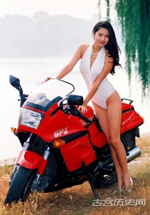 九十年代特有的记忆,美女泳装挂历老照片