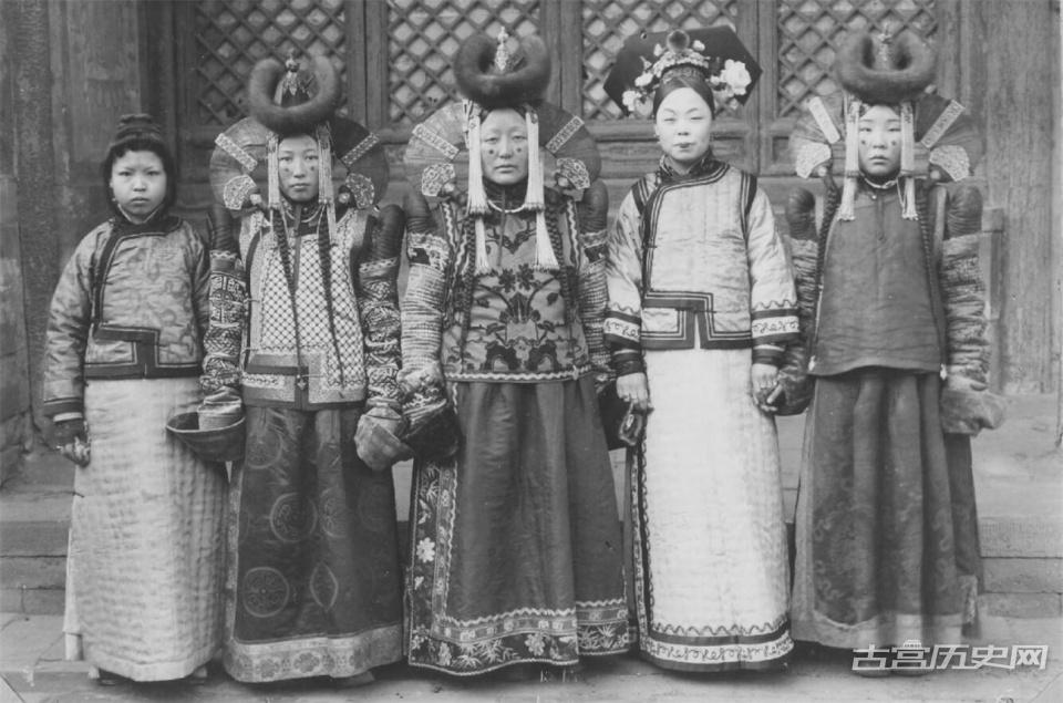晚清满汉妃嫔真实老照片,终于明白清朝皇帝为何喜欢下江南了!