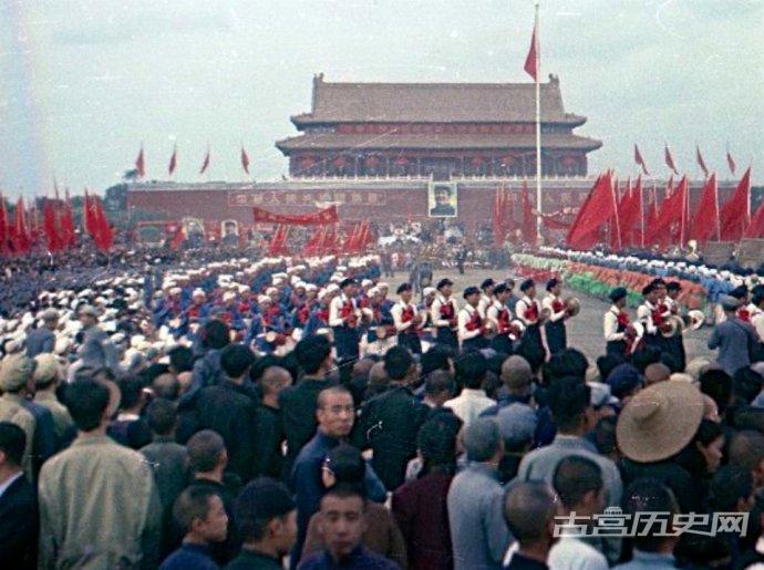 罕见老照片:1949年开国大典期间的北京正阳门周边