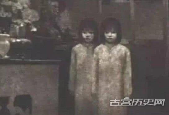 最诡异的晚清老照片,图2科学家也解释不了,图三为强搂妇女!
