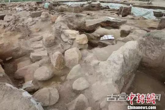 新疆考古学者在东天山发掘距今3000年前大型聚落遗址