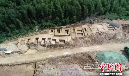 浙江海宁发掘1000平方米墓葬群 含5座良渚文化墓葬