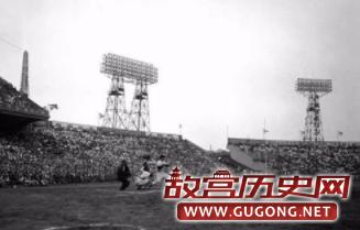 一场美国明星队对日本读卖巨人队(Yomiuri Giants)的棒球表演赛
